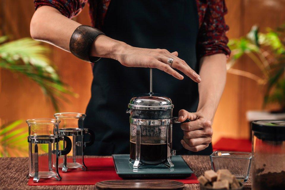 como hacer cafe en cafetera francesa